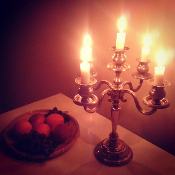 naturemorte chandelier candle bougie fruits eos clio flickr. Black Bedroom Furniture Sets. Home Design Ideas