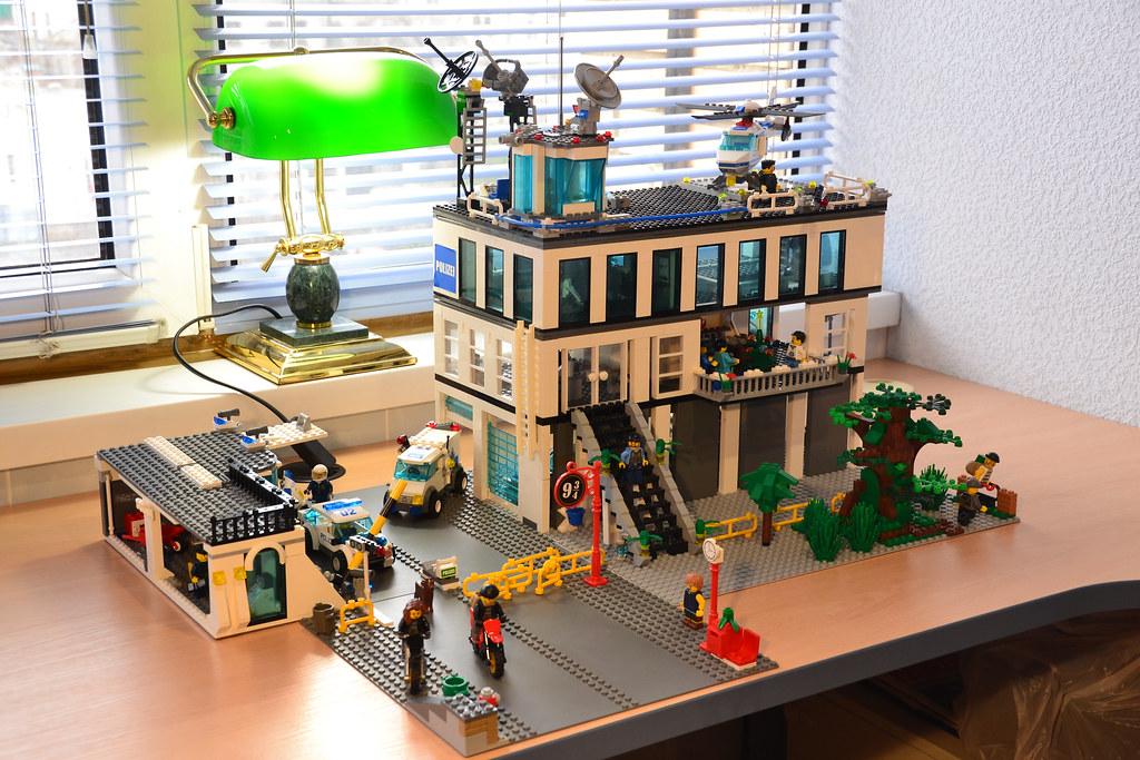 Lego custom police station more information here www - Modele construction maison lego ...