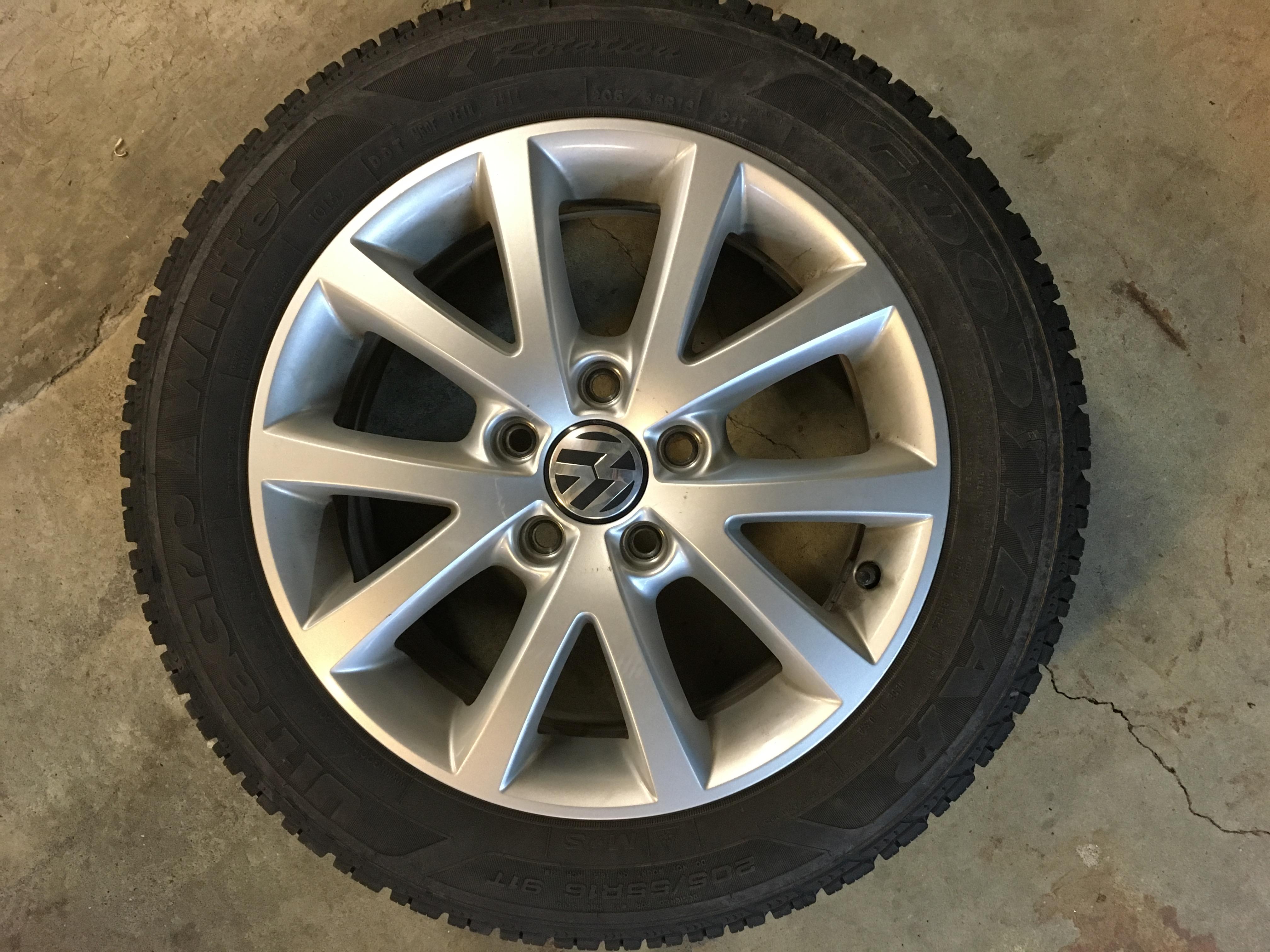 "Volkswagen Jetta Rims >> VWVortex.com - MK6 Jetta 16"" OEM rims with all season tires & 16' steelies with winter tires"