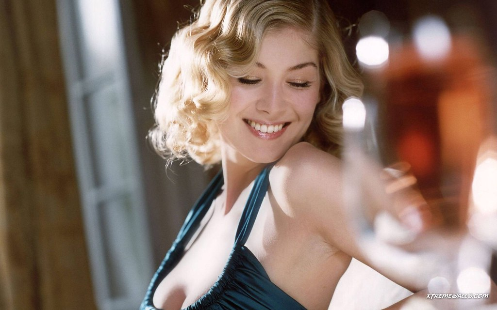 Rosamund Pike Hot Photos  Rosamund Pike Hot Photos -6322