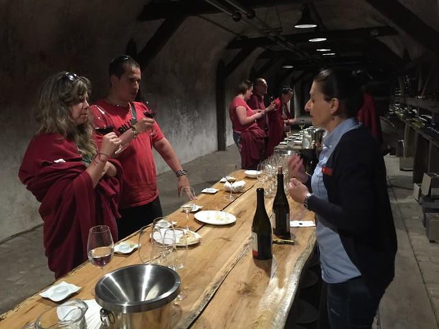 Probando vino de Georgia en la Bodega Khareba