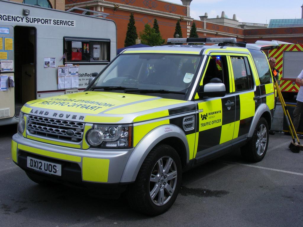 2720 Highways Agency Traffic Officer Land Rover Discov