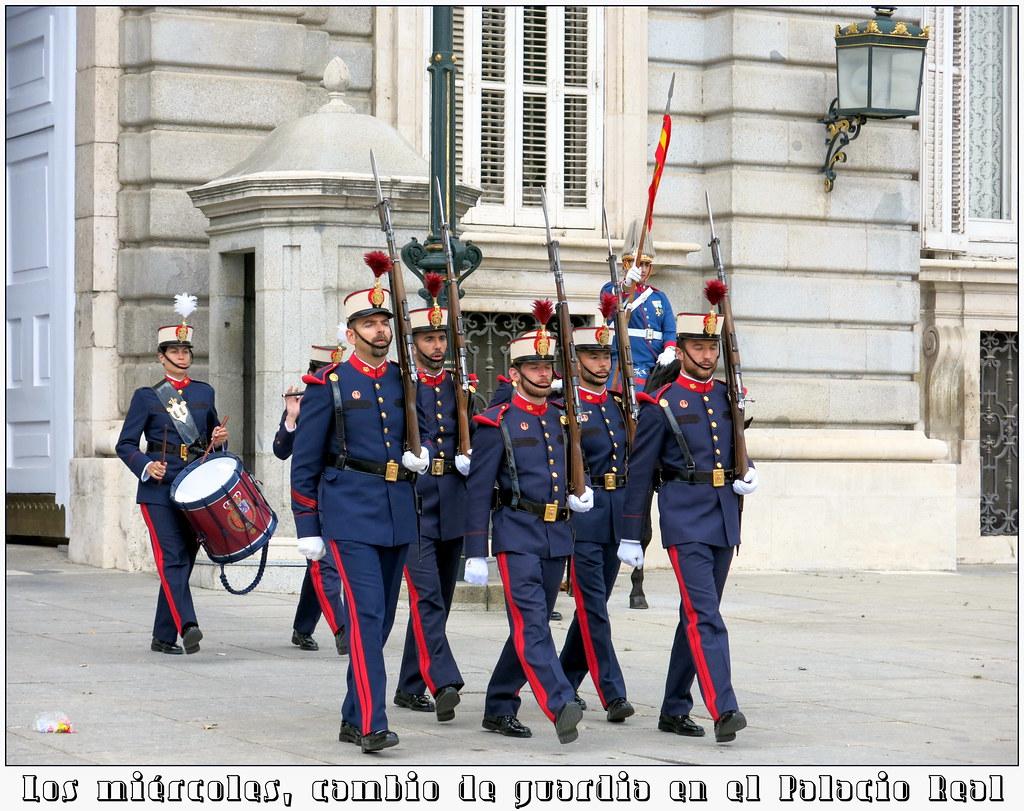 Los miércoles, cambio de guardia en el Palacio Real