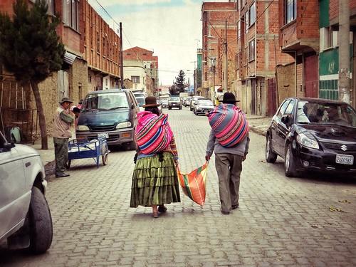 Bolivian locals leaving El Alto market