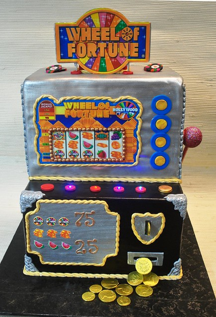 /05/11 · Slot Machine Cake.To make this slot machine cake you will need to create 3 different layers.The choice of sizes is yours, but you will want a large bottom layer, around 12