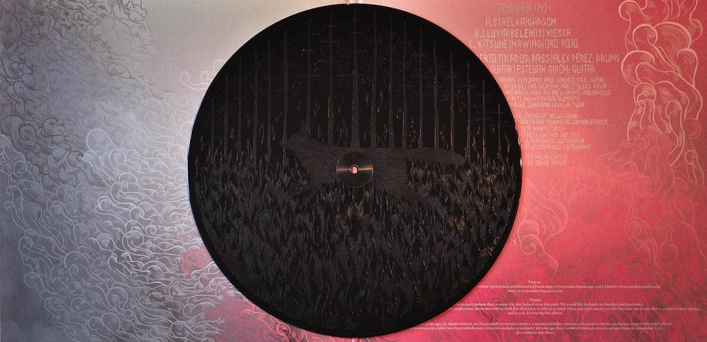 Portadas/ilustraciones de discos y carteles de conciertos 16263255427_f31830a49f_b