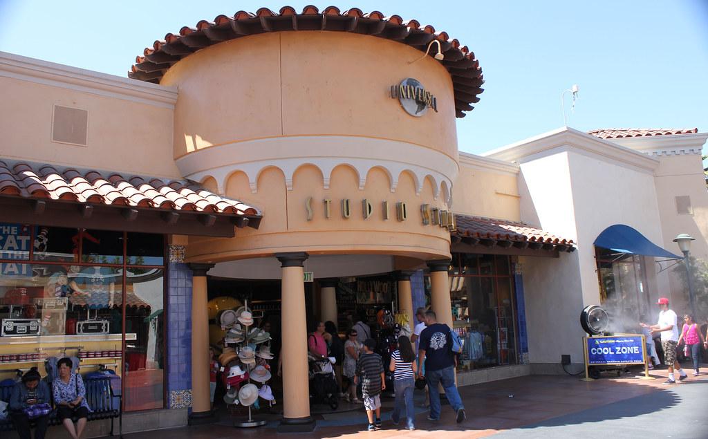 Universal Studio Store's store front