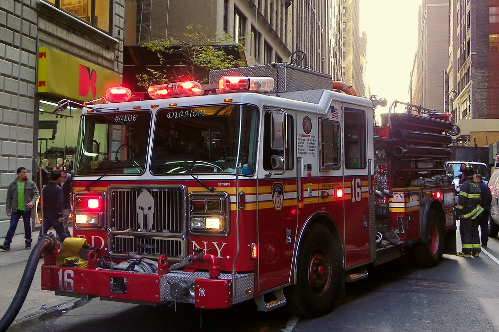 All About Trucks >> Engine Co. 16 - FDNY | Operating at a working fire