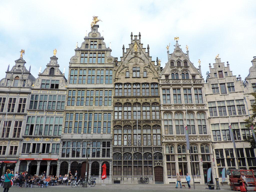 Les maisons des guildes anvers belgique le triangle for Assurance gens de maison belgique