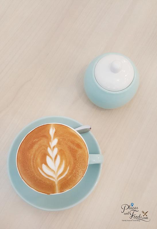 tiny temptress sri petaling cafe latte