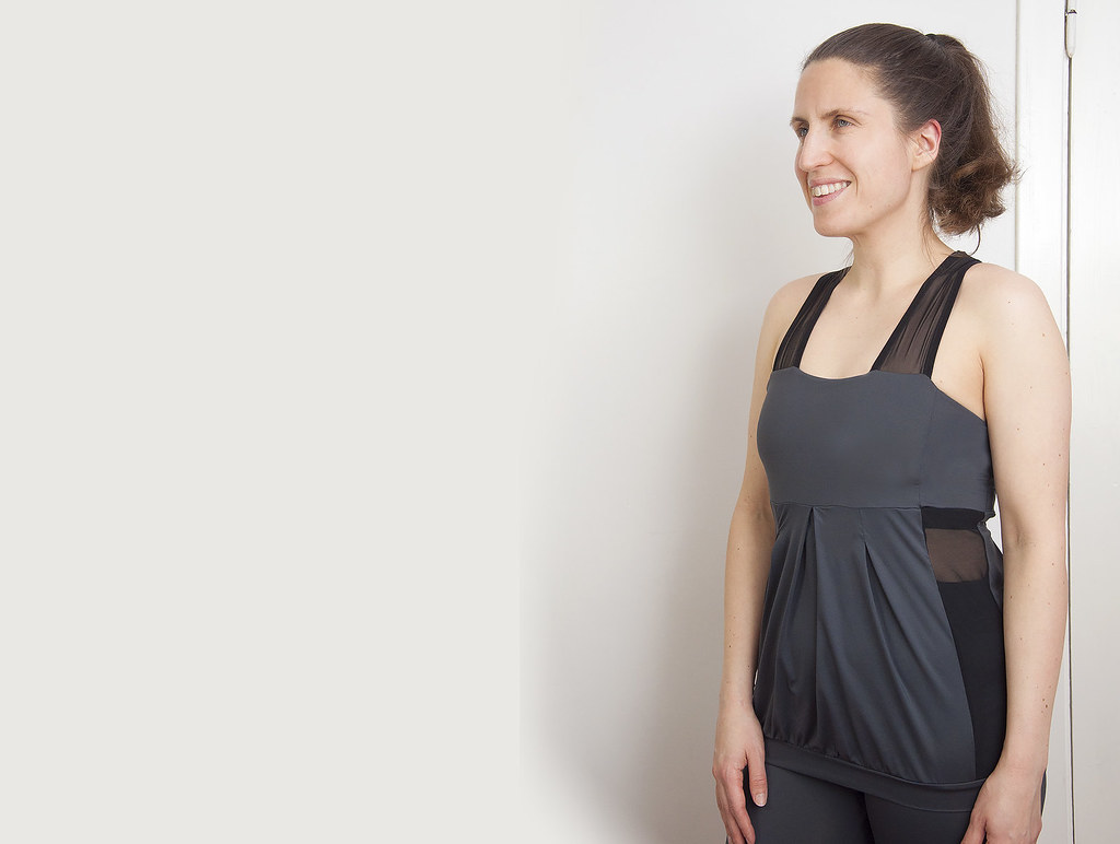 Workout top with mesh inserts