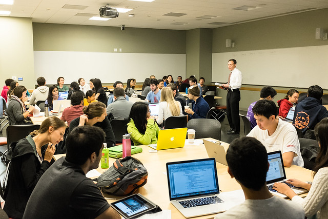 Active & Collaborative Learning in Higher Ed: Managing mobile ...
