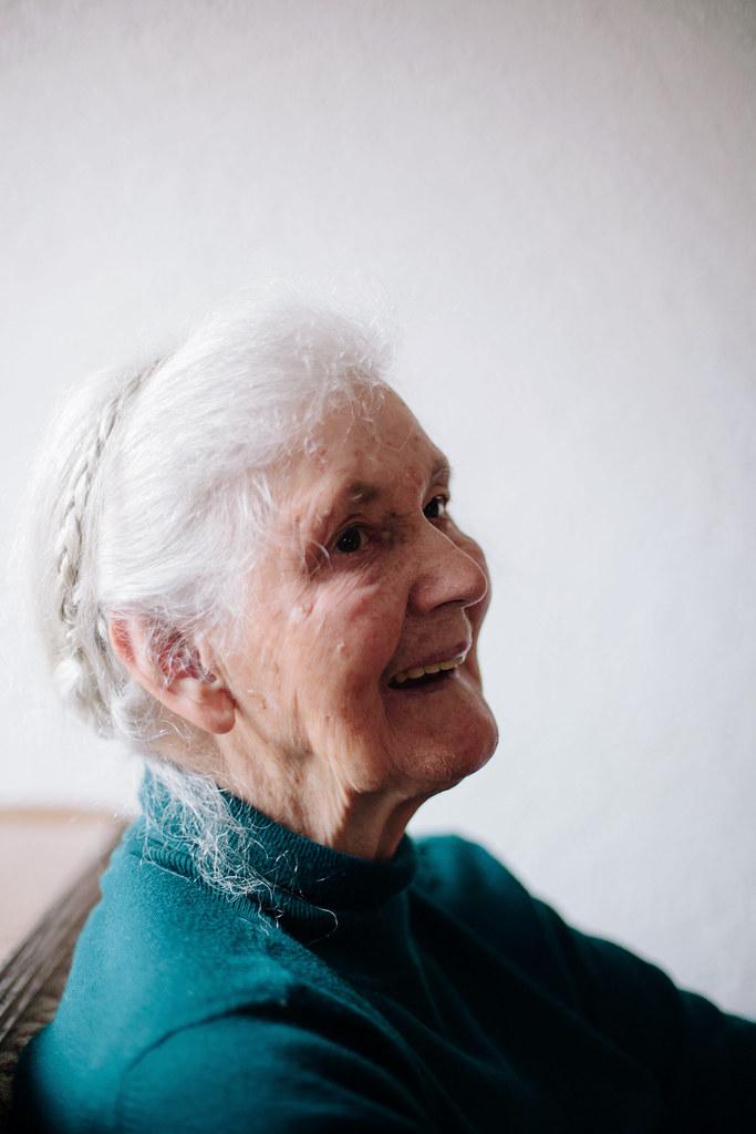 IMG_0708edBmac, the curly head, thecurlyhead, portrait, porträt, fotografie, photography, oma, grandma, amelie niederbuchner, fotoblog