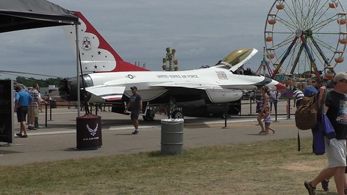 S1010182_Thunderbird_Jet_on_Display