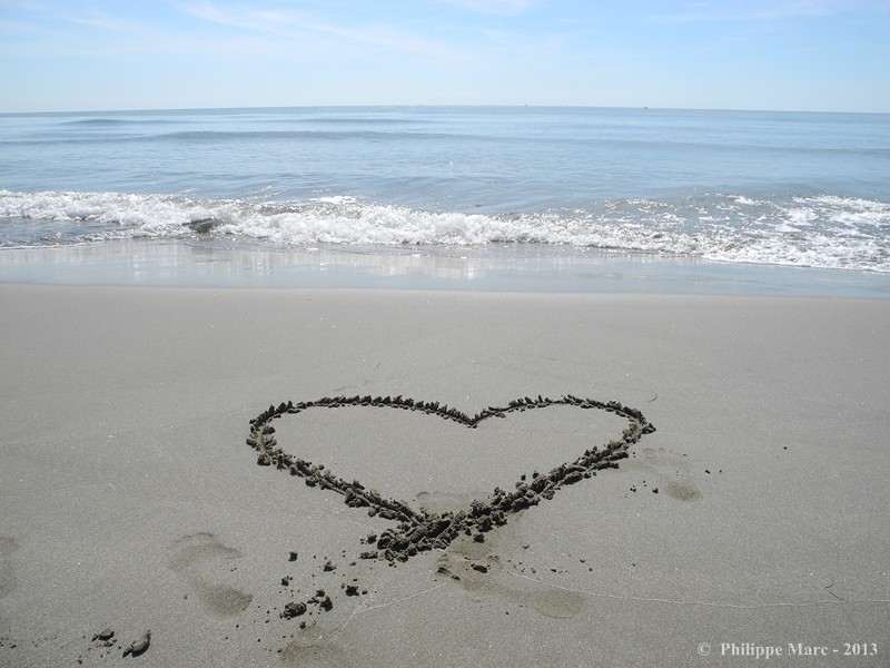 Coeur sur la plage napoleon port saint louis du rhone - Plage napoleon port saint louis du rhone ...
