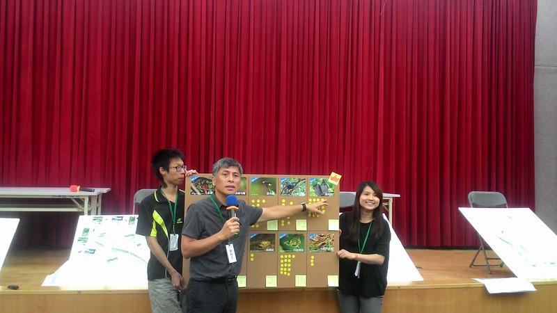 計畫主持人劉柏宏公布永春陂濕地公園代表物種票選第一名:領角鴞。攝影:林倩如。