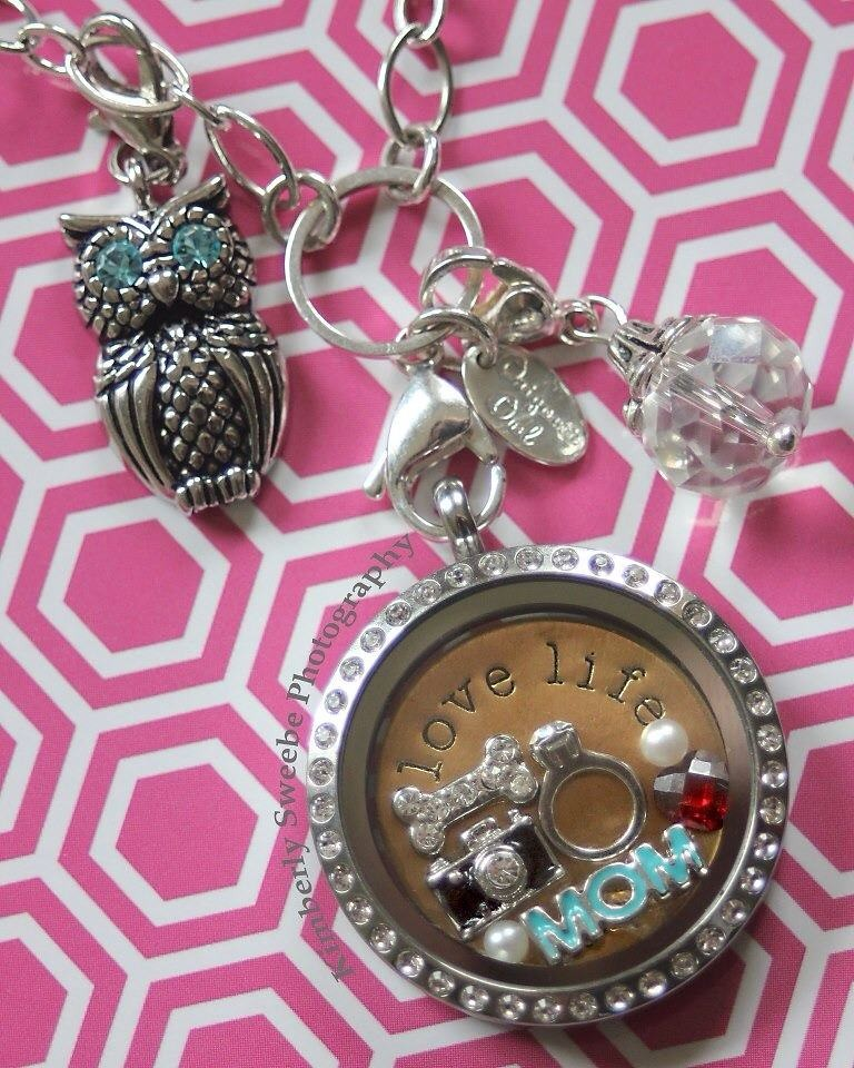 Origami Owl's 'Large Oval Link' vs. 'Oval Link' Chains - YouTube | 960x768