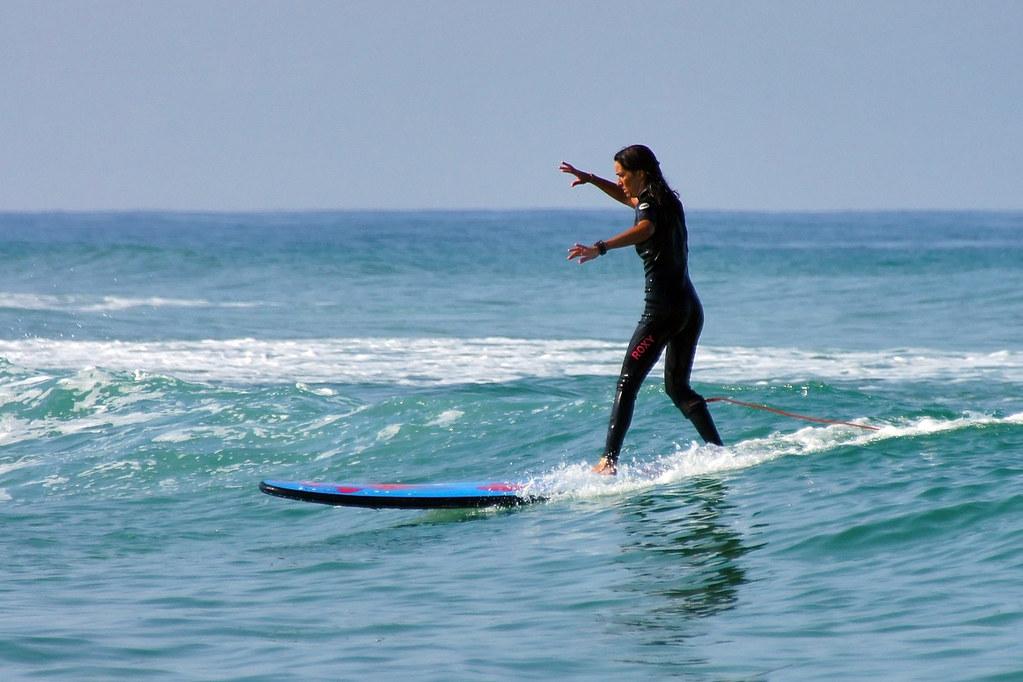 The Roxy surfer girl on the (Roxy) longboard   Plage de la ...