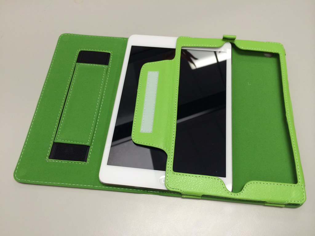 how to clean snugg ipad case