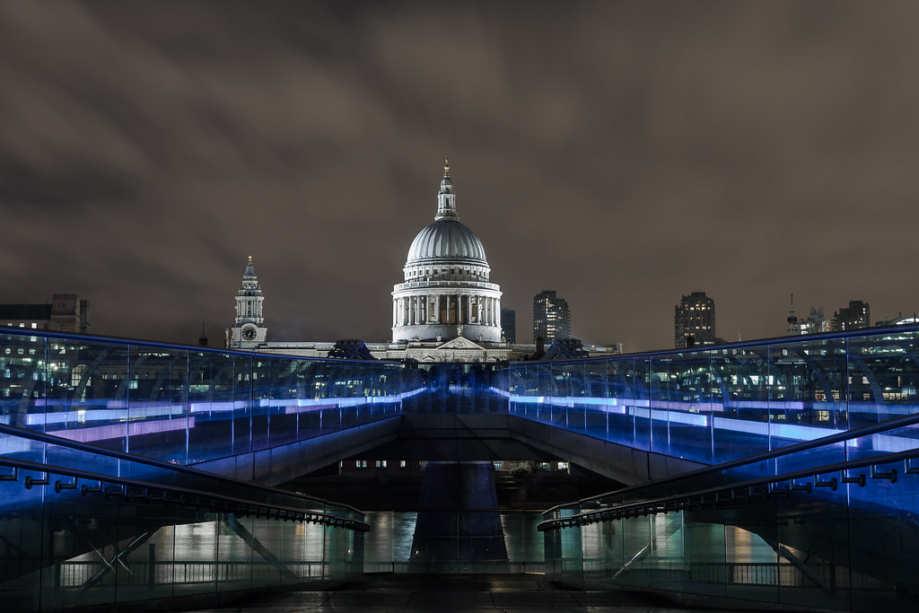 London millenium bridge tate moder for Architecture moderne londres