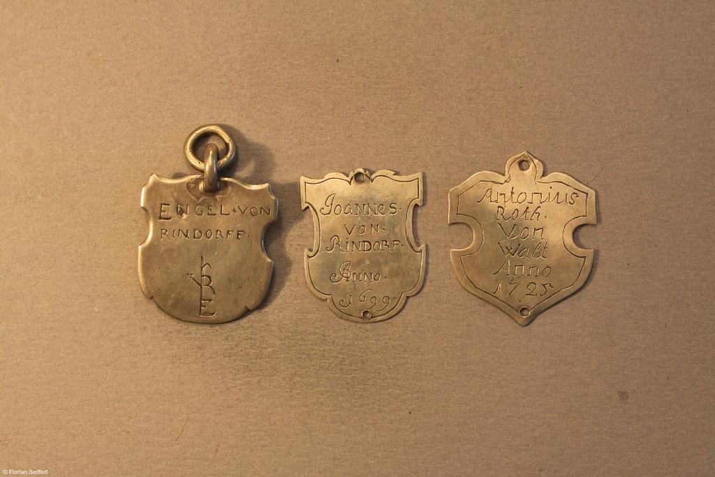 Drei alte Koenigsschilder aus Flittard