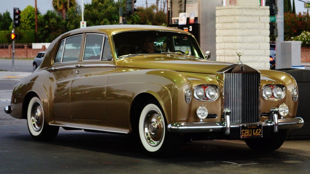 Beverly hills 39 old money rolls royce i saw this well for Rolls royce of beverly hills