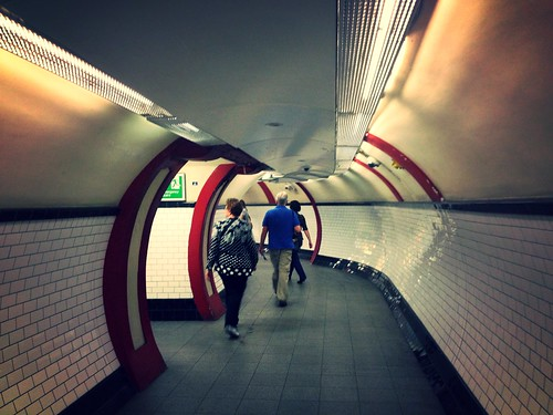 Elephant & Castle, Bakerloo Line, tunnels to the lifts