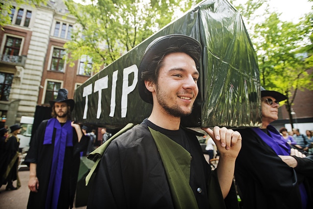 Protest tegen TTIP in Amsterdam
