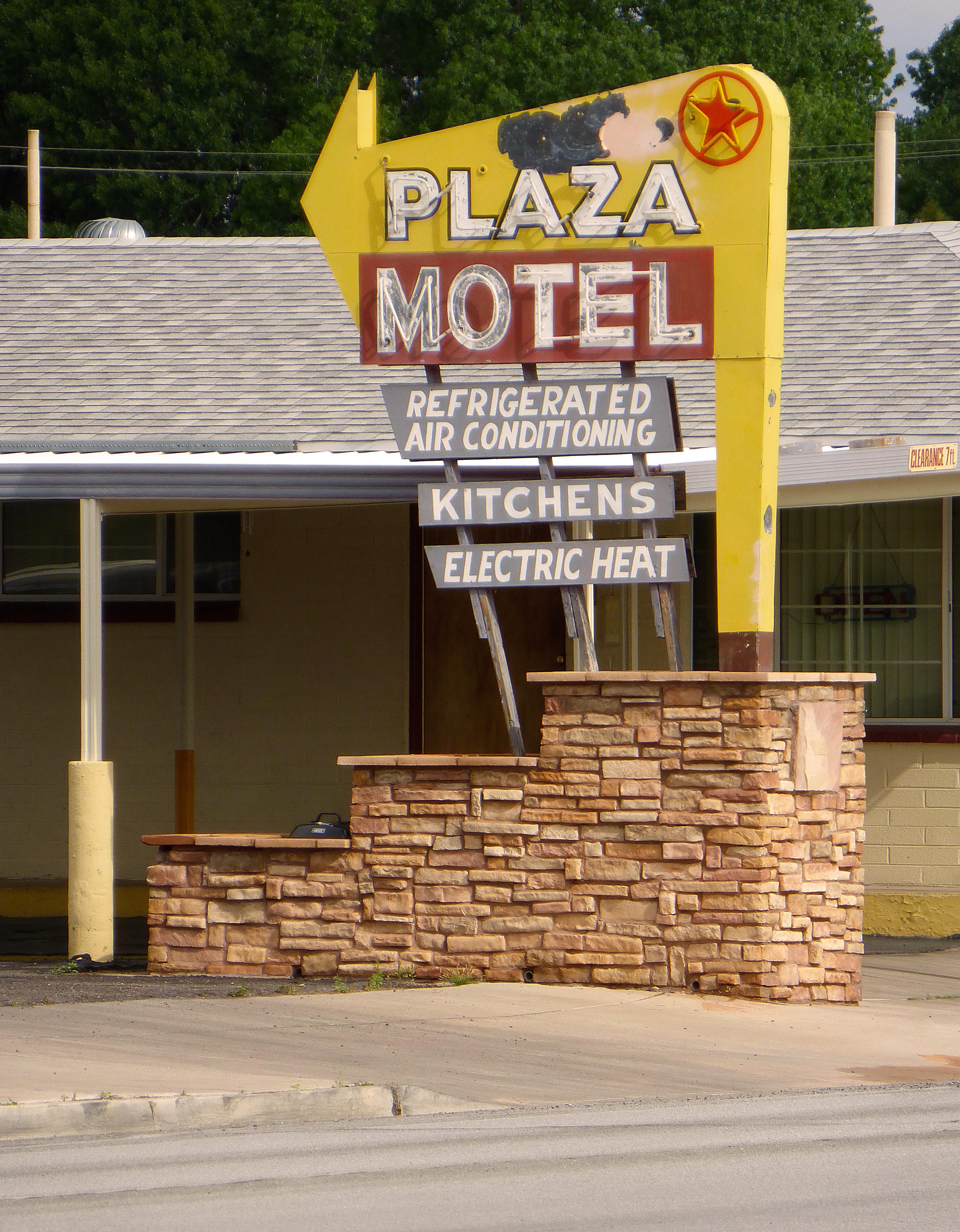 Plaza Motel - 207 Moapa Valley Boulevard, Moapa Valley, Nevada U.S.A. - April 10, 2016