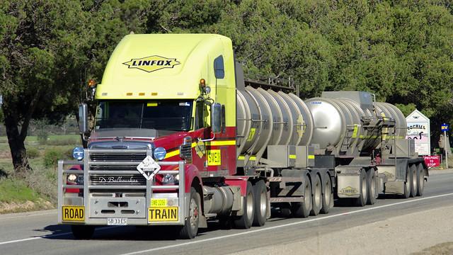 Linfox Freightliner Coronado