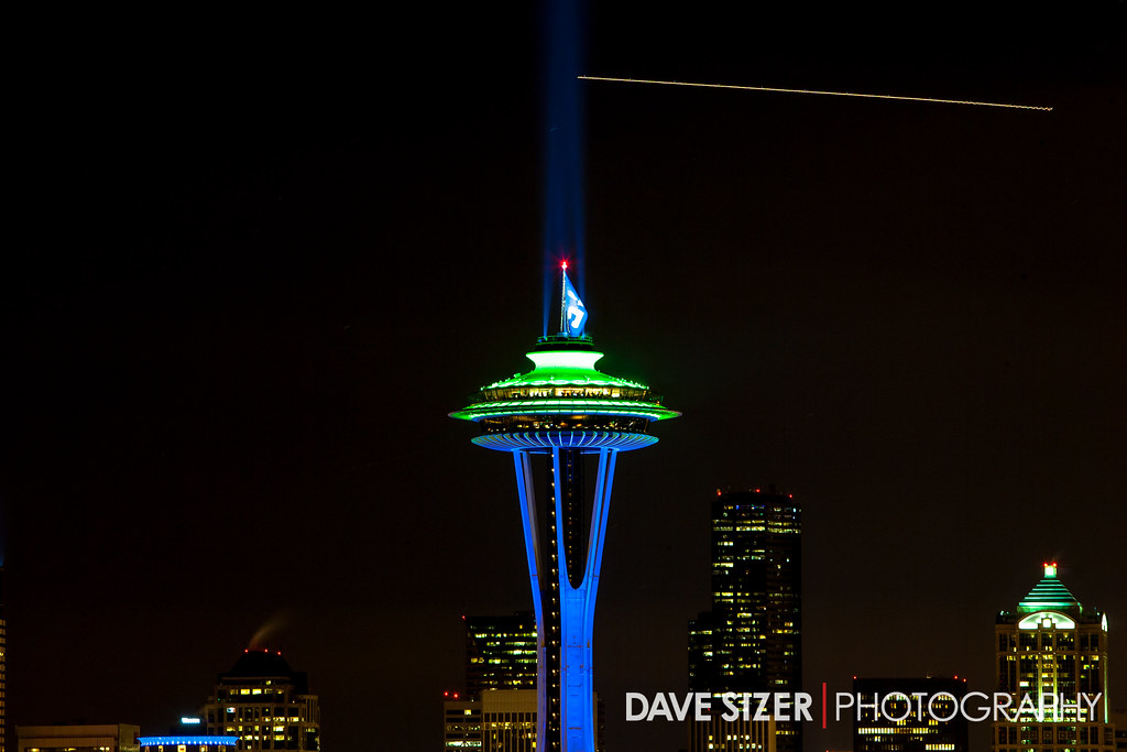 seattle space needle lit up in seahawks colors dave sizer flickr. Black Bedroom Furniture Sets. Home Design Ideas