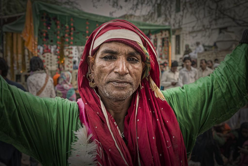 khusra | A transvestite danding at the urs of Shergarh