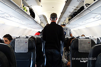 LATAM A320 pasajero en embarque (RD)