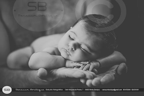 Mirian, recien nacida. Sensuum Boutique fotografos de Merida Badajoz