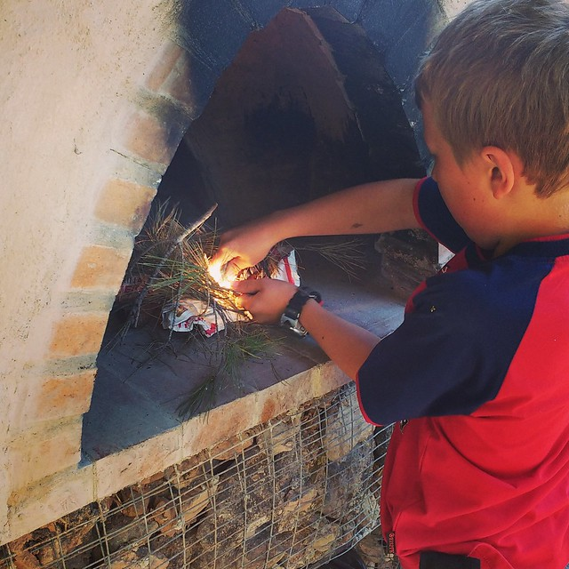 Using a flint to make a homemade cob pizza oven