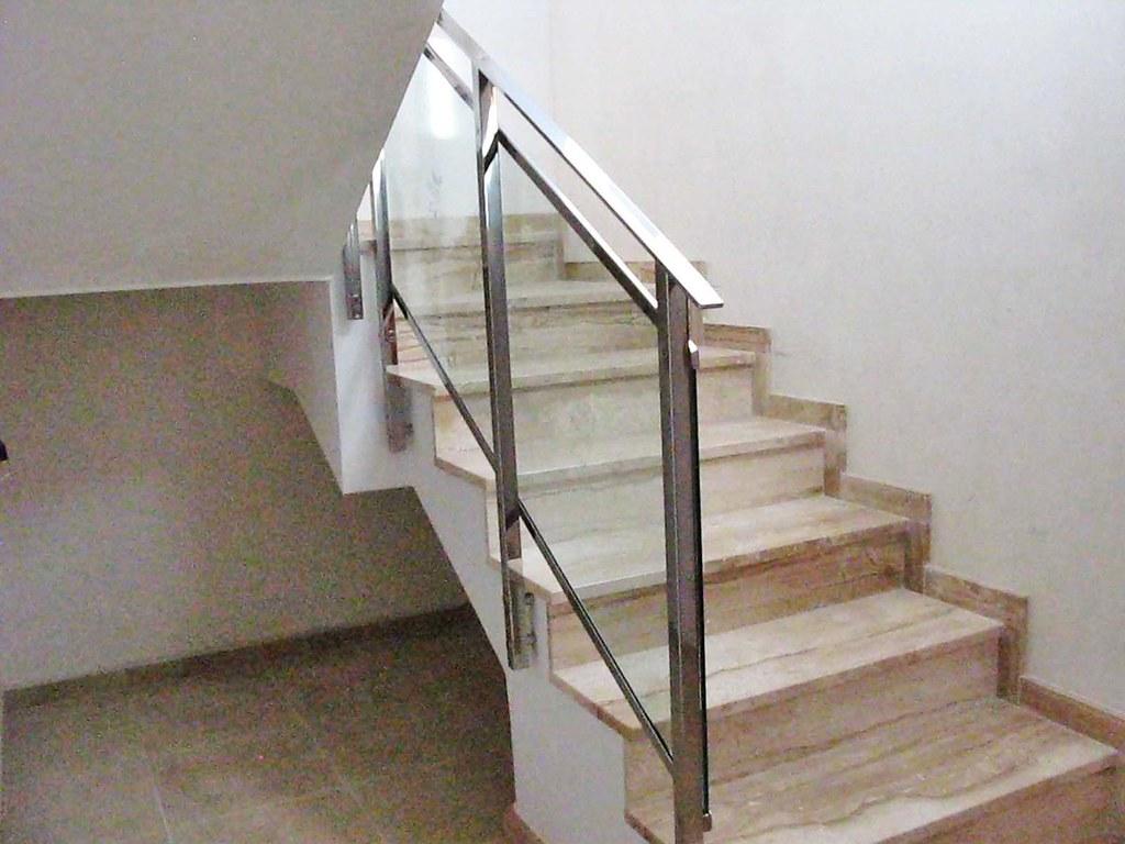 Escalera vivienda exclusiva en venta llinars del valles - Escaleras de interior de obra ...