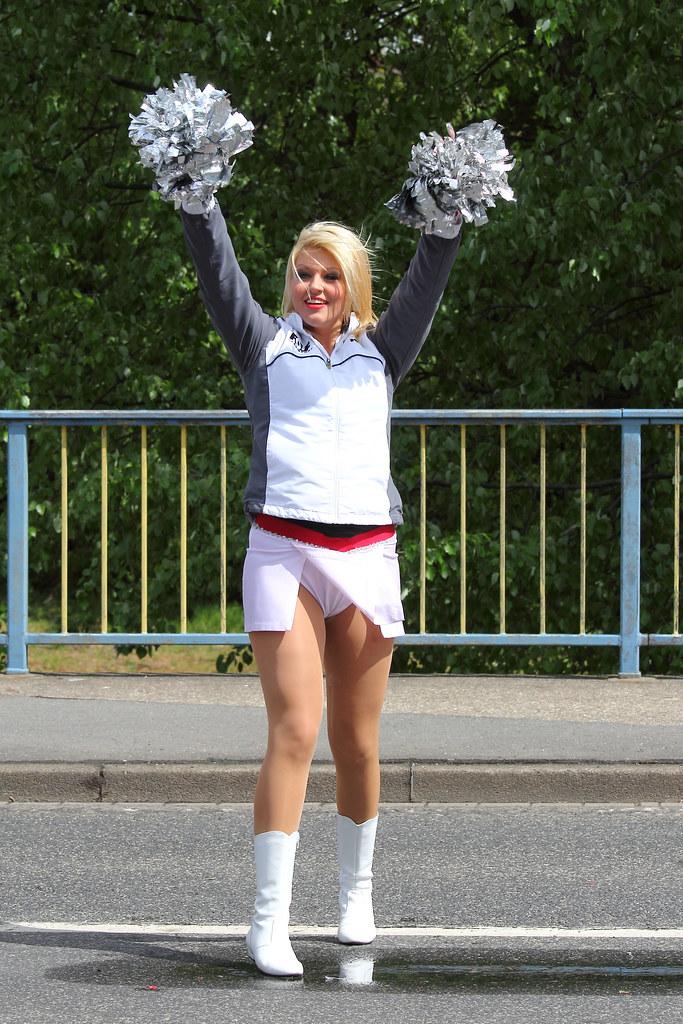 Silver Stars Cheerleader | Silver Stars puscheln beim Vivawe ...