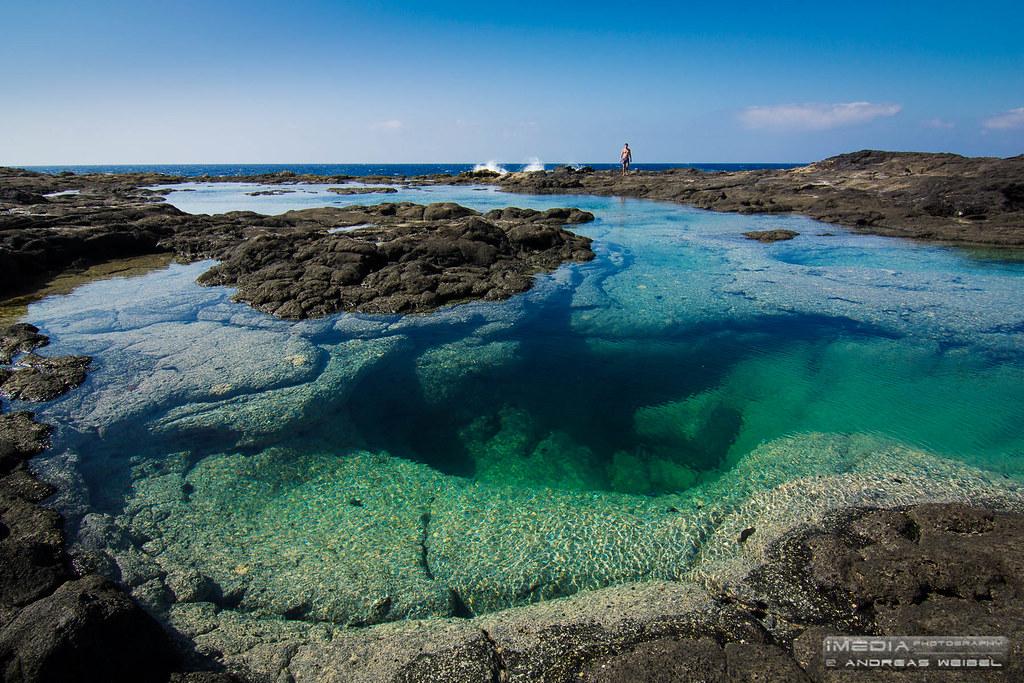 piscina con cueva lanzarote islas canarias en la