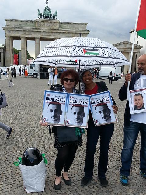 Kundgebung gegen die israelische Politik der Administrativhaft am 18.06.2016 vor dem Brandenburger Tor in Berlin.