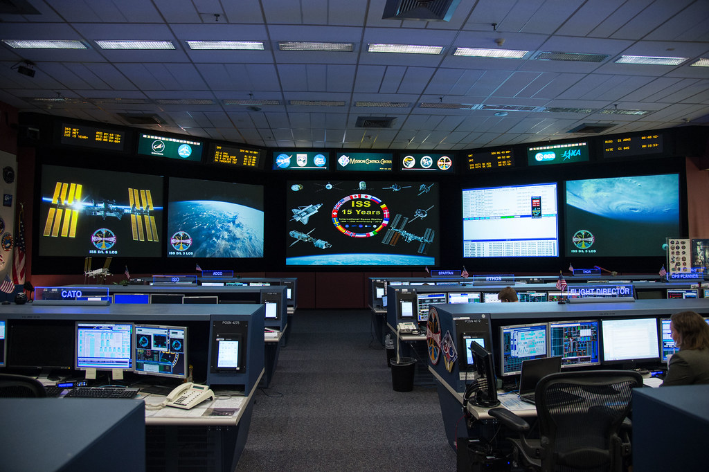 Space Station Flight Control Room | JSC2013-E-094898 (20 ...