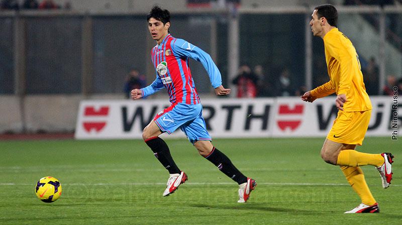 Il Pitu Barrientos in azione contro l'Hellas Verona nel 2013