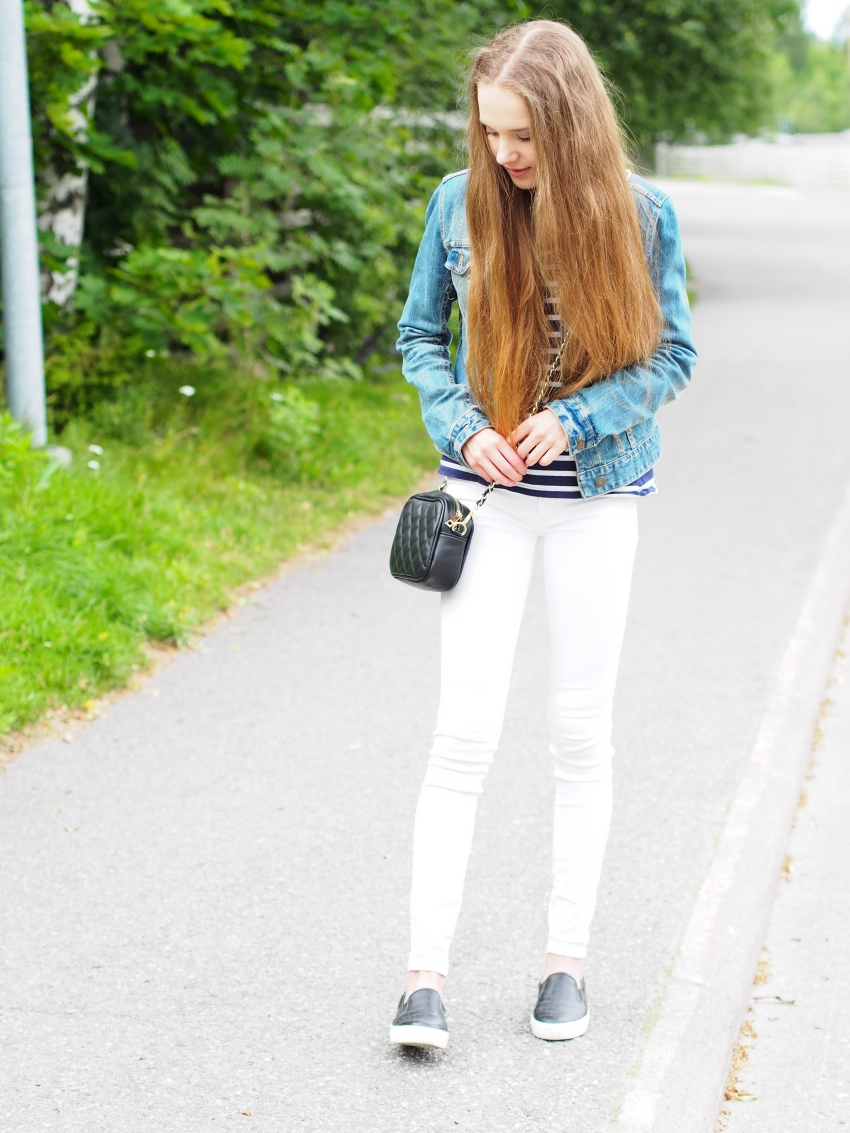 Outfit with white denim, sailor striped shirt, denim jacket and black leather accessories