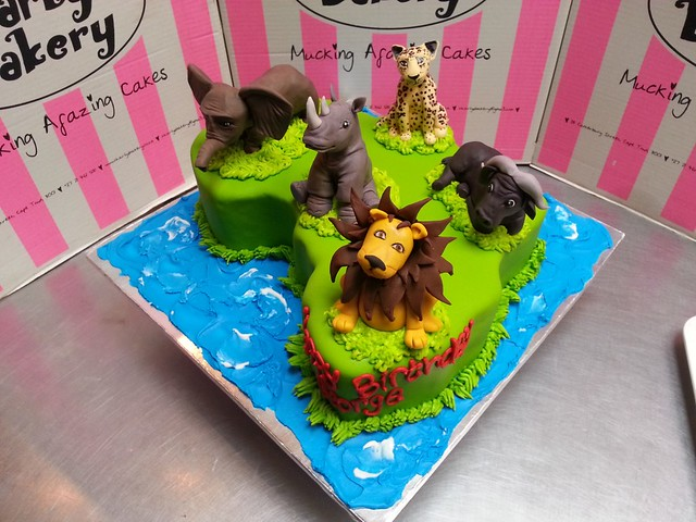 animal shaped wedding cakes africa shaped cake with 3d fondant toppers of the quot big five 10770