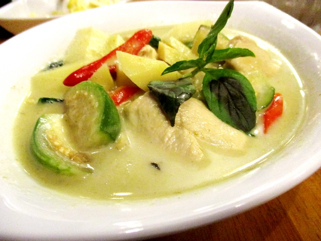 Sakhon green curry