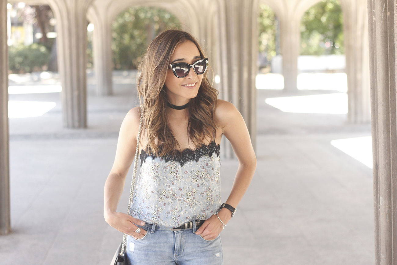 Lace top with skinny jeans heels summer outfit fashion style accesories11
