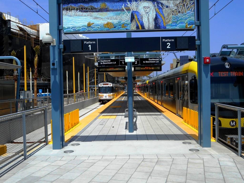 1592 MTA Expo Line Santa Monica Sta 20160513 AKW