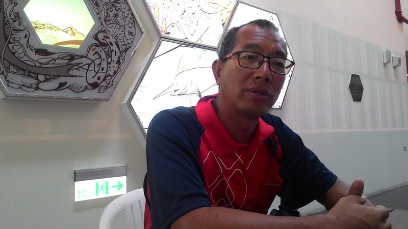 王銘祥──活塞教練、軟絲爺爺。攝影:林倩如。