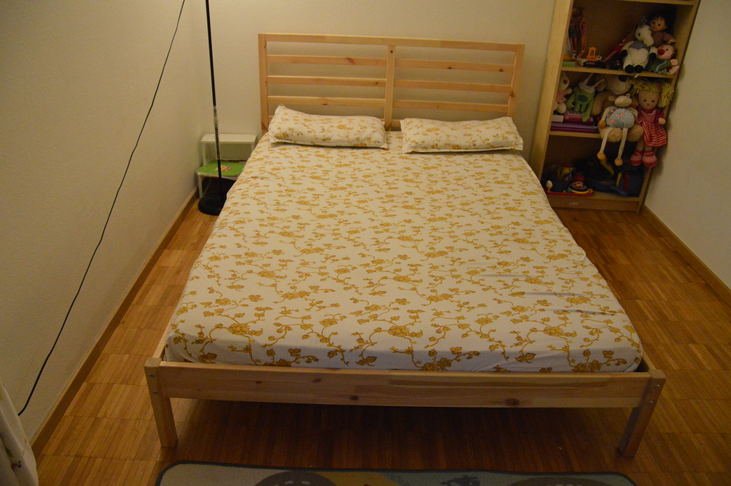 Ikea Tarva Queen Bed Review ~ Queen size bed (IKEA , Product TARVA)  Queen size bed, colo