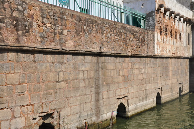 The stone walls on the sides of the 'baoli' still spot the 14th century architectural features. But unfortunately, the modern day residential buildings with metallic protuberances like coolers and air conditioners are built over these, destroying the beauty of the structure.