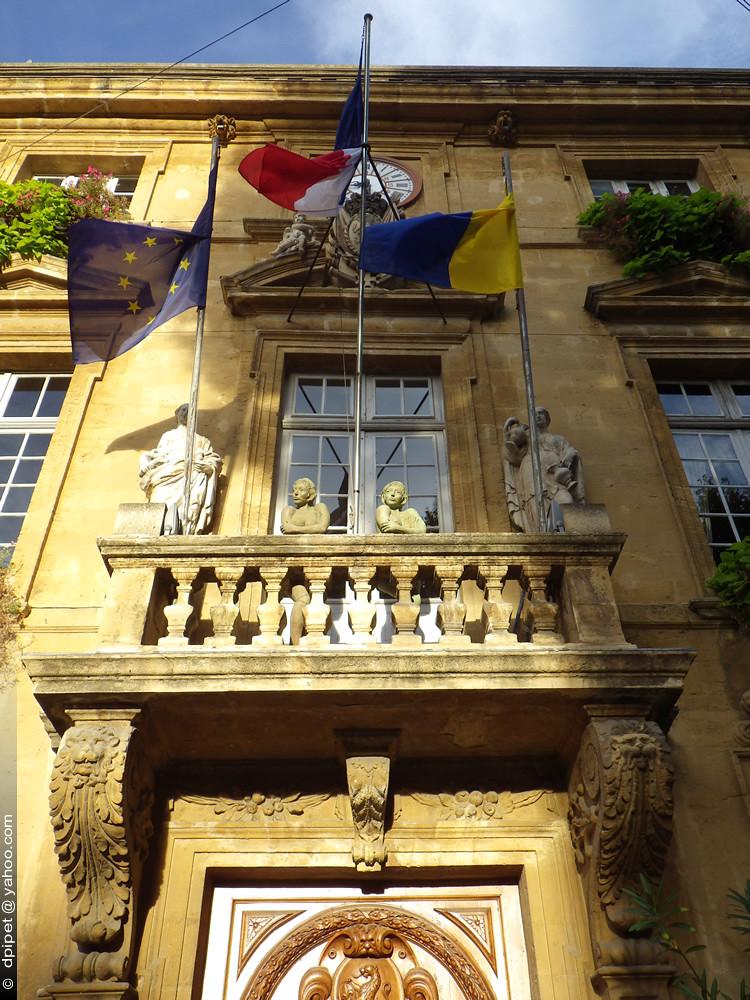 La mairie de salon de provence l 39 h tel de ville milieu - Mairie de salon de provence recrutement ...